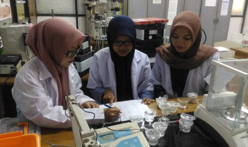 Three FST UNAIR Students Innovate Mandibular Reconstruction Material with 3D Printing Technology