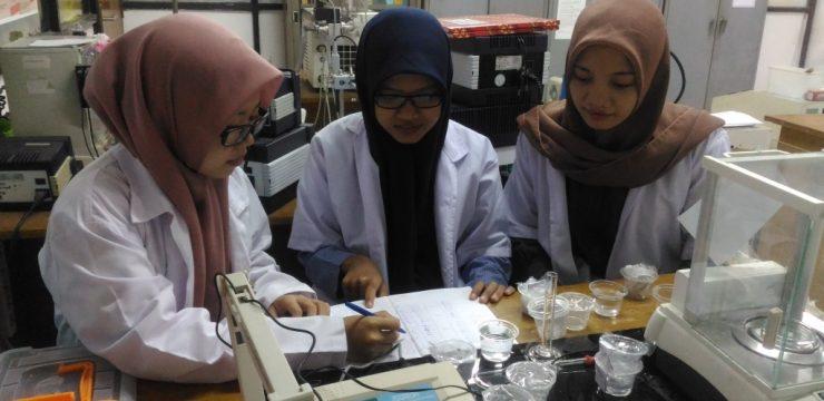 Tiga Srikandi FST UNAIR Inovasikan Material Rekonstruksi Mandibula dengan Teknologi 3D Printing