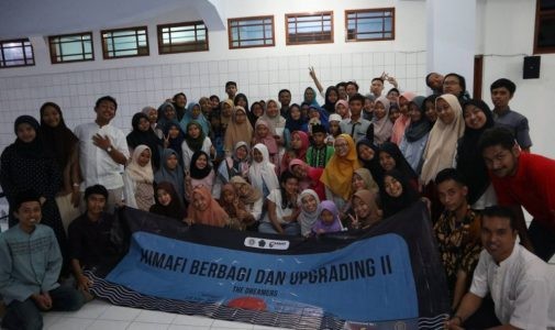 FST UNAIR's Physics Student Association Aids Orphanage and Mosque through Himafi Share